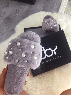 Stylish Faux Fur Pearl Embellished Flat Slippers