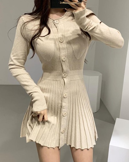 boutiquefeel / Solid Round Neck Riibbed Long Sleeve Buttoned Pleated Dress