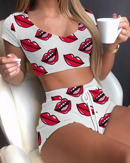 Mouth Print Short Sleeve With Skinny Shorts Suit Sets