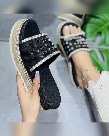 Round-toe Hollow-out Splicing Studded Platform Sandals