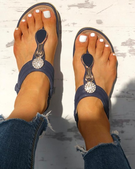 boutiquefeel / Studded Toe Post Flat Sandals