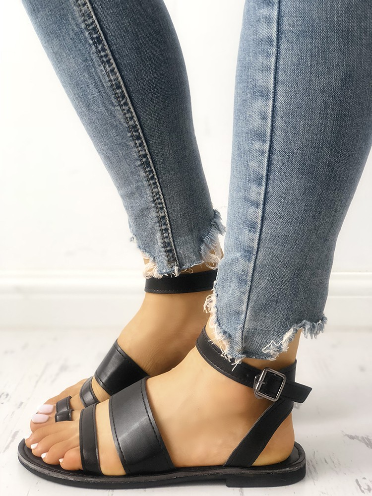 Solid Strappy Buckled Toe Post Flat Sandals