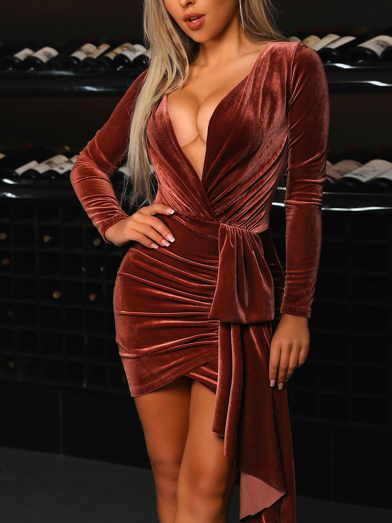 boutiquefeel / Deep V-Neck Ruched Velvet Party Dress