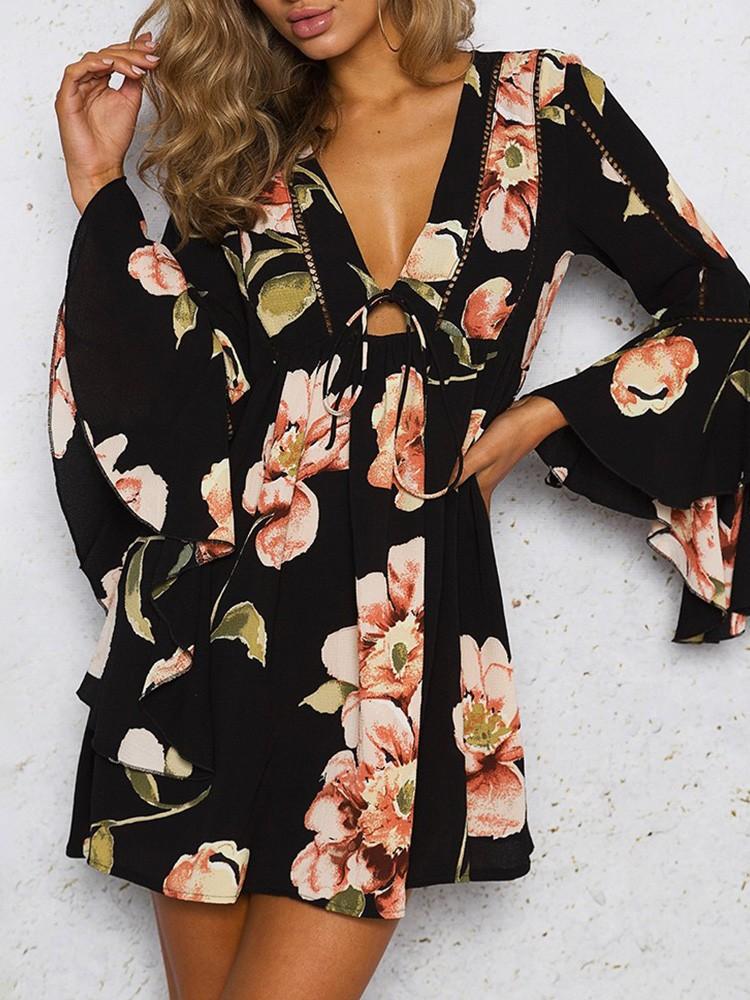 boutiquefeel / Stylish Flared V Neck Floral Print Mini Dress