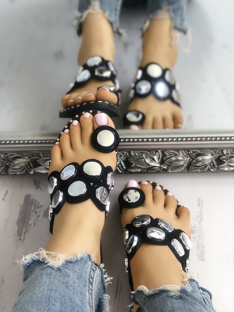 boutiquefeel / Button Decorated Toe Ring Flat Sandals