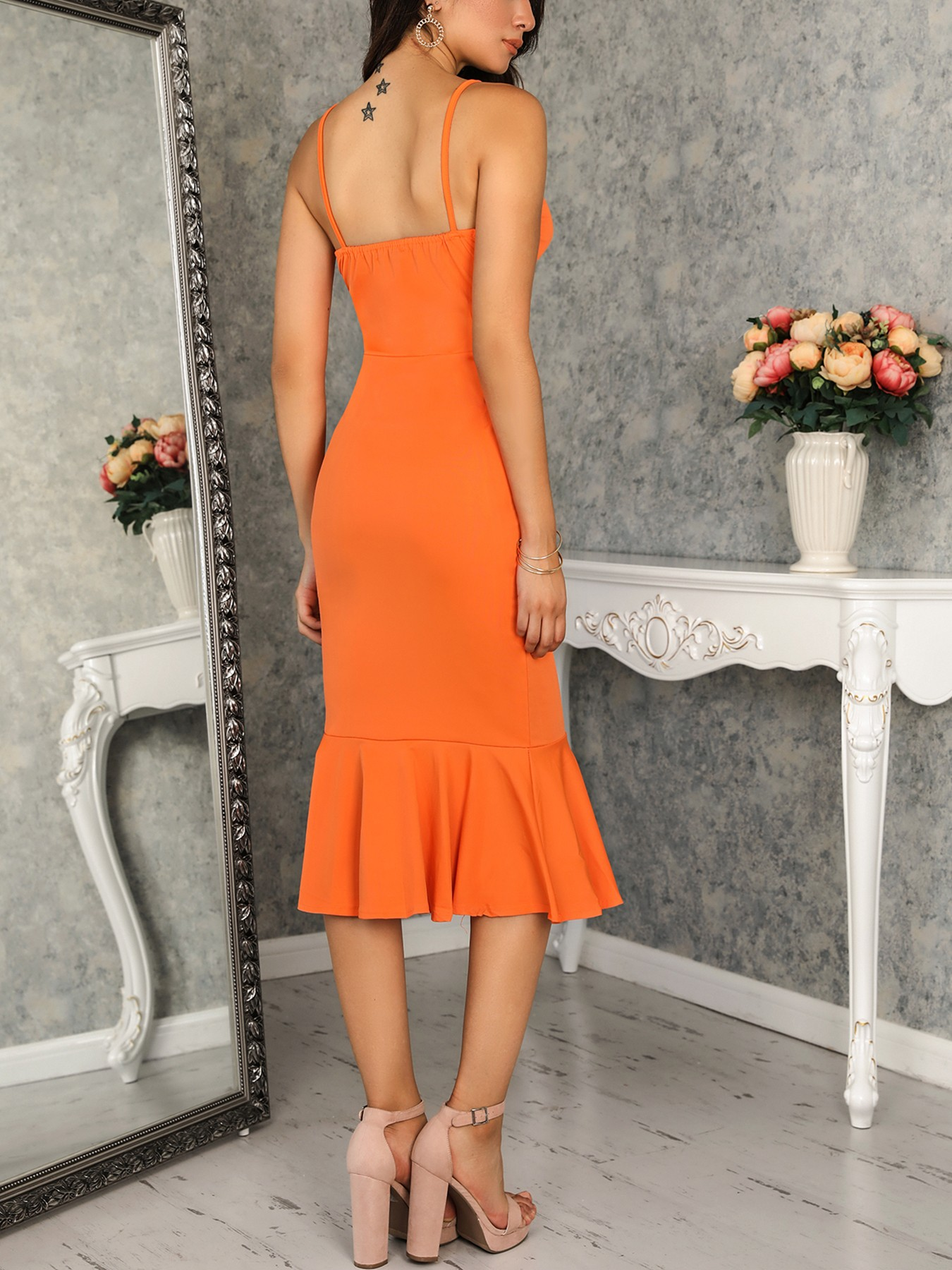 boutiquefeel / Solid Knot Front Cutout Ruffles Hem Bodycon Dress