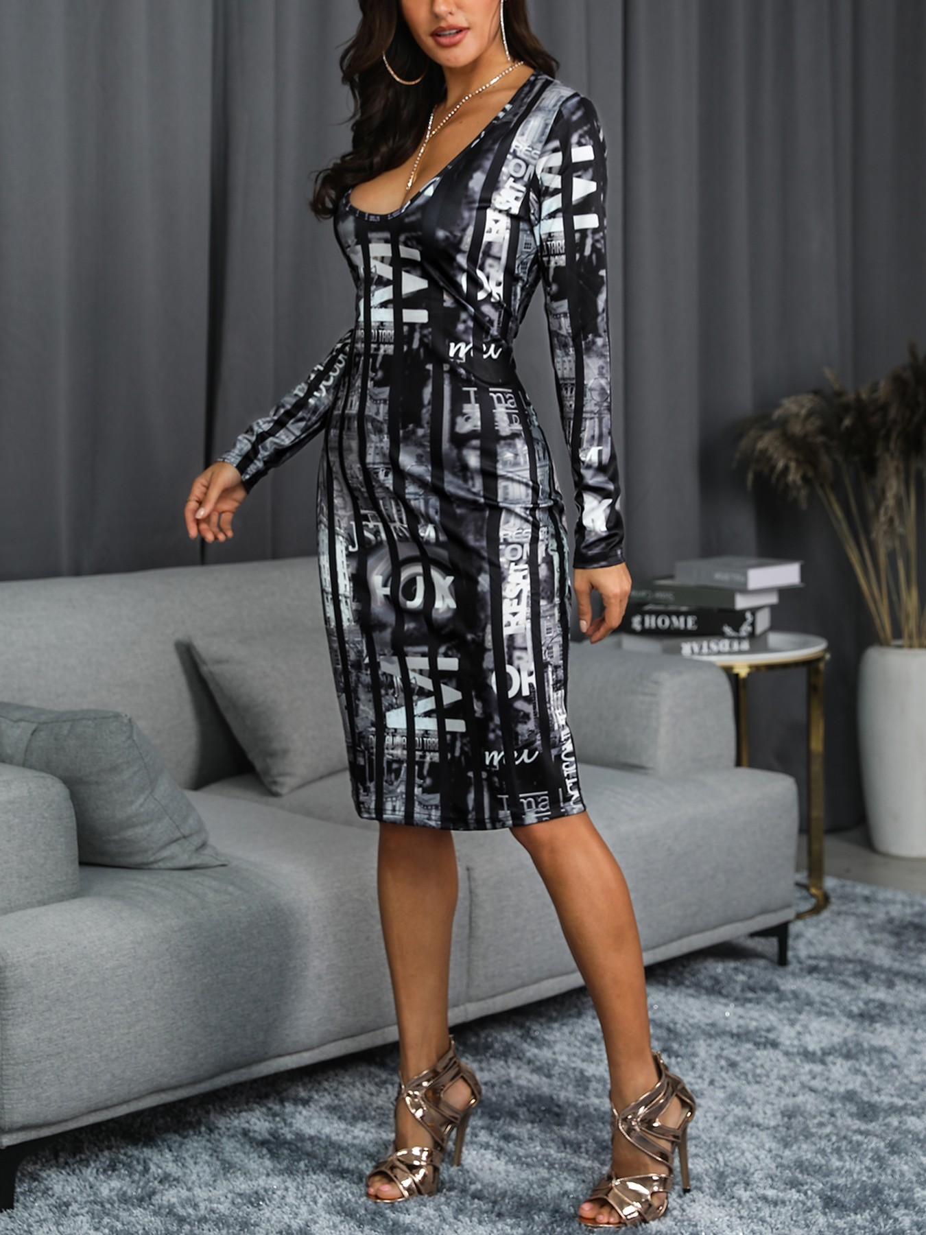 boutiquefeel / Low Cut Print Long Sleeve Bodycon Dress