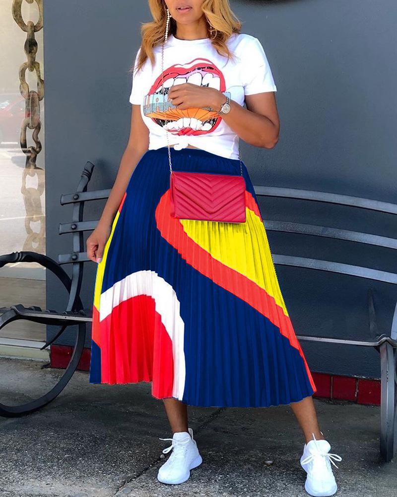 Lip Print Casual T-shirt & Pleated Skirt Set thumbnail