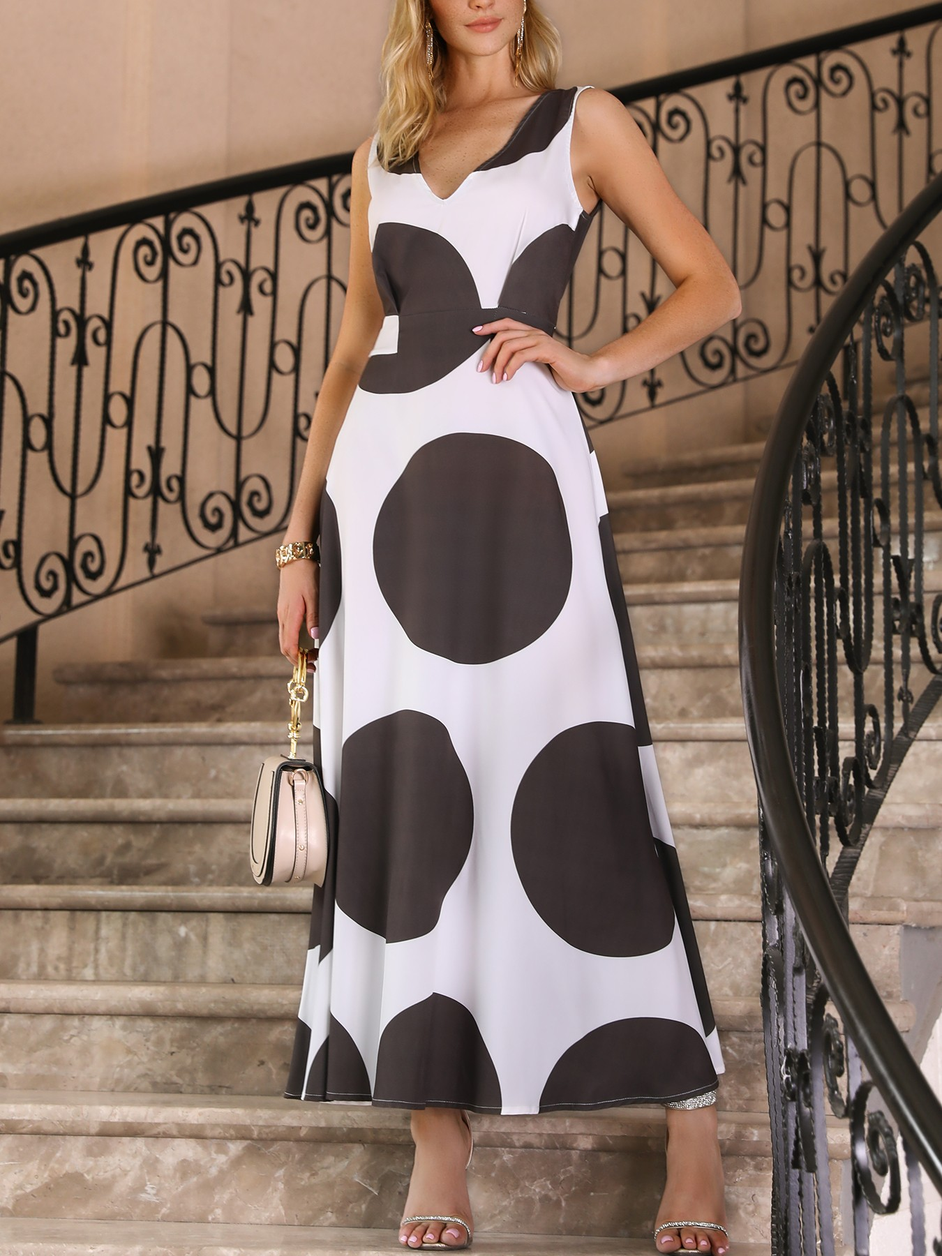 boutiquefeel / V Neck Big Dots Pleated Maxi Dress
