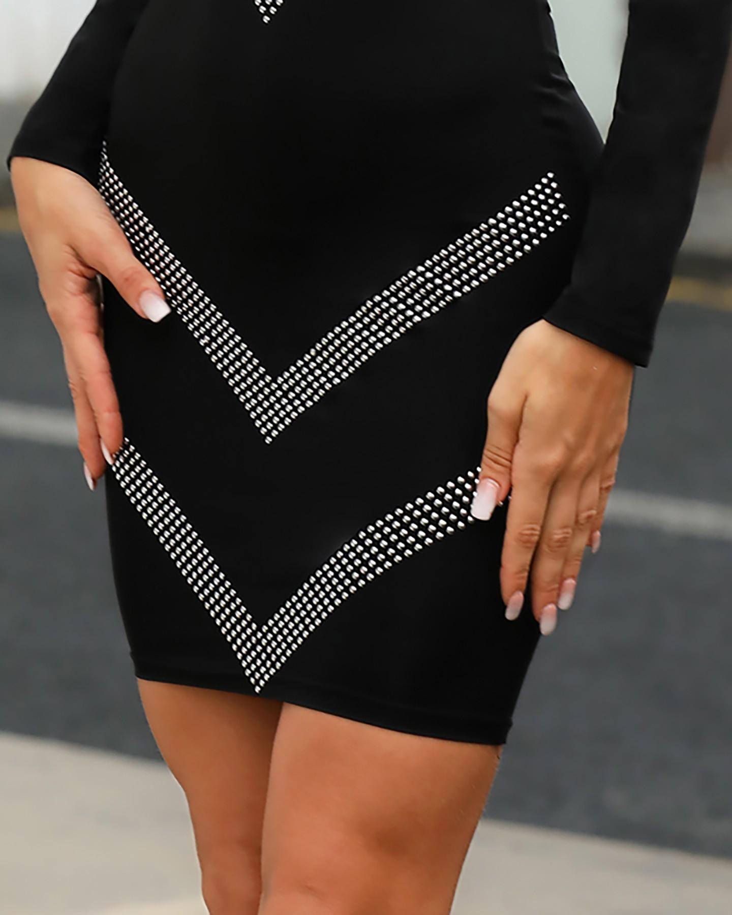 Figurbetontes Kleid mit Rückenausschnitt und hinten hinten
