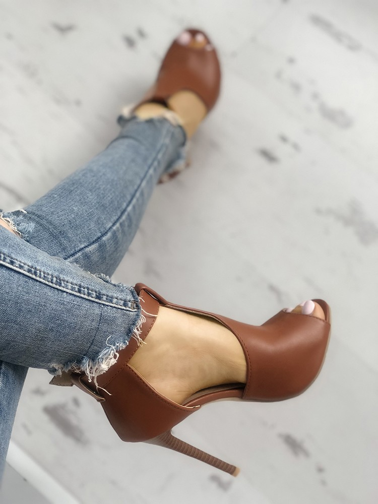 boutiquefeel / Solid Buckled T-Strap Thin Heeled Sandals