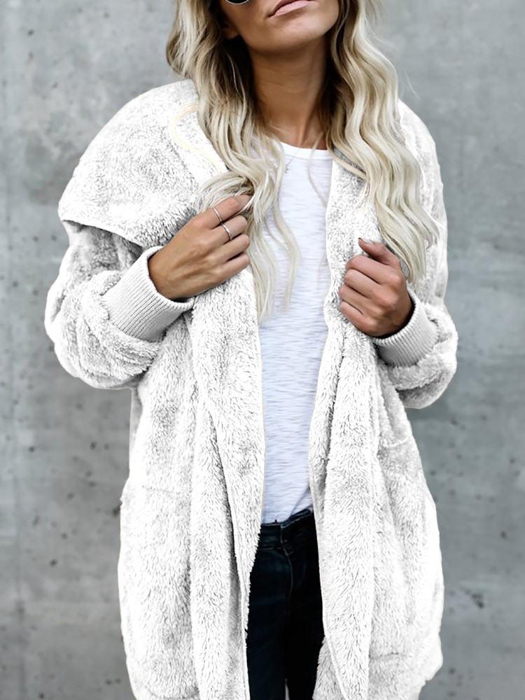 16 Teddy Coat Outfit Ideas That Are Super Cozy