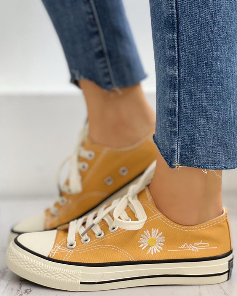 Daisy Pattern Eyelet Lace-up Sneakers thumbnail